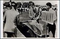 1956 Olympiade MELBOURNE Leo POHL / Bert STEINES Einmarsch Fahne Gesamt-Deutschl