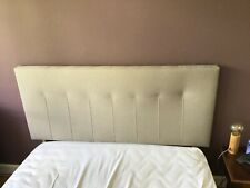 Tête de lit en tissus taupe clair avec pieds