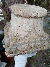 Antico capitello in travertino ascolano