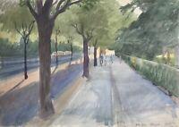 Karl Adser Straße im Abendlicht mit Passanten Radfahrern Avenue Figures Trees