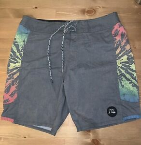 """Mens Quiksilver Swim Trunks Size 31 Grey/Blue/Yellow/Red Length 18"""""""