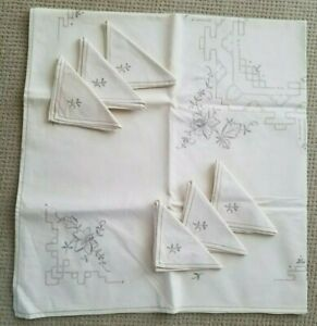 """VINTAGE Cutwork & Embroidery tablecloth w/ 6 napkins. 49"""" x 52"""" NEVER USED"""