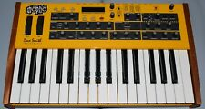 Dave Smith Instruments Mopho Keyboard Keys Synthesizer mint with gig bag
