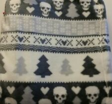 NWT Betsey Johnson CHRISTMAS THROW BLANKET Gray White SKULLS HEARTS TREES