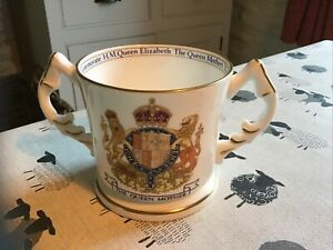 QUEEN MOTHER 'AYNSLEY'  Fine English  bone China . LOVING CUP 1990.