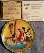 Knowles decorative Disney plate Mickey's Christmas Carol #4 A Christmas Surprise