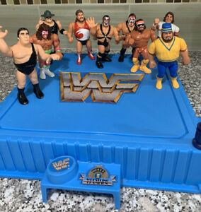 WWF Hasbro Blue Ring with Lot Of 9 Wrestlers-Andre The Giant, Macho Man… (Read)