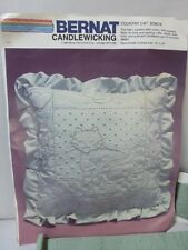 Bernat Candlewicking Kit Green Pillow Pattern Country Cat NEW SO6016 Ruffle Edge