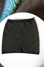 Superbe mini jupe BANANA REPUBLIC 83% merinos noir/kaki taille M (38)
