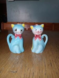 Vintage Anthropomorphic Norcrest Blue Cat Flowers Py salt and pepper skakers