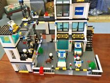Lego City Police Station 7744 COMPLETE SET WITH INSTRUCTIONS.