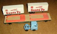 A.T. & S.F. Flat Car 90806 with Piggy Back Loads HO Scale,Santa Fe,Blue Truck