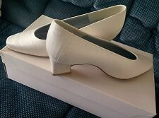 Beautiful Brand New Textured Material  Size 4  Block Heel  Bridal Court Shoes
