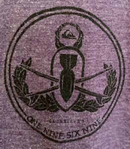 Quiksilver Dive Bomber Anchor Logo Men's Purple V-neck T Shirt Size L Slim Fit