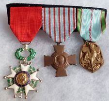 PLACARD 3 MEDAILLES WWII 2° GUERRE LEGION HONNEUR CROIX COMBATTANT FRANCE MEDAL