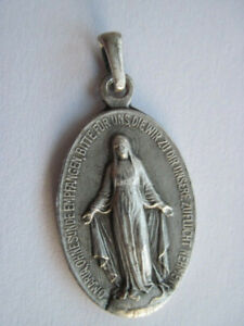 Alter religiöser kleiner Anhänger für feine Halskette 835 Silber aus 1830 Antik
