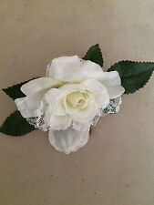 LACED KITTY ROSE ARTIFICIAL FLOWER HAIR CLIP/PIN BROOCH (WHITE)