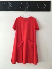 Rotes kleid cos