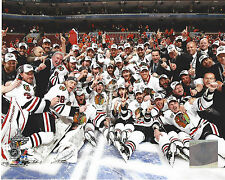 2010 BLACKHAWKS STANLEY CUP CHAMPIONS TEAM CELEBRATING PHOTO