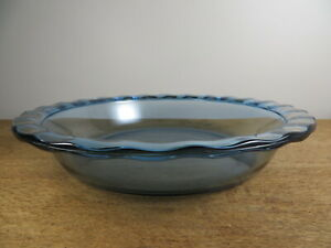 Pyrex Easy Grab Blue Glass Baking Dish 24 cm 9 inch in Excellent Used Condition