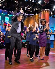 """MICHELLE OBAMA DURING """"DR. OZ SHOW"""" TAPING IN 2013 - 8X10 PHOTO (ZY-556)"""