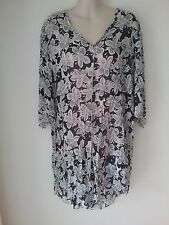 SIZE 16 - SIZE 18  WOMEN'S BLACK & WHITE FLORAL 3/4 SLEEVE SHEER LONG TOP
