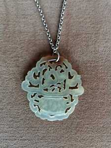 Pendentif Amulette Jade Céladon Sculpté, Chine, Epoque XXème