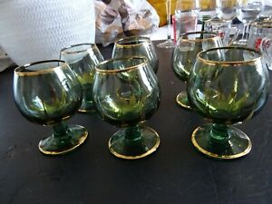 Set of 6 stemmed green glasses with gold decoration 100 ml