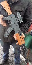 Stile Nuovo di Zecca AK47 pistola giocattolo. si accende e rende i suoni di spari