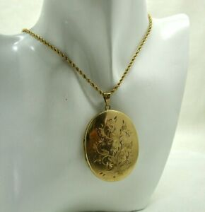 1970's Vintage Beautiful 9 carat Gold Large Engraved Locket And Chain