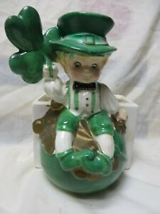 VINTAGE st PATRICK DAY 6251 LEPRECHAUN PLANTER VASE,SHAMROCK pot of gold,ELF