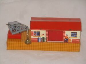 Vintage Tintoy - Blech Ladebahnhof - Spur H0 - 20 x 6,5 cm - Germany 50` Er