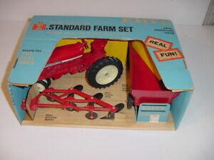 1/16 Vintage International 544 Standard Farm Set W/Blue Box by ERTL! Nice!