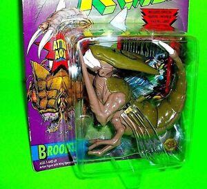 Uncanny X-Men Alien BROOD Action Figure Marvel ToyBiz W QUICKSILVER Trading Card