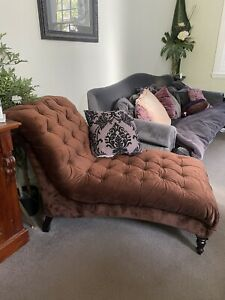 Brown velvet chaise / chaise lounge
