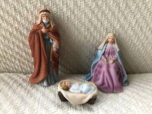 Miniature Avon O Holy Night Porcelain Nativity Family Mary Joseph Jesus Set Box