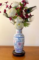 VINTAGE  PORCELAIN CHINESE VASE BLUE AND WHITE ORIENTAL VASES  9.5 INS TALL