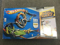 Hot Wheels Starter Set Wall Tracks Complete Boxed Easy Hang Template Included