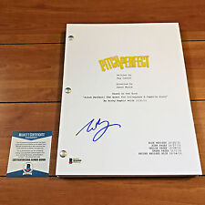 ELIZABETH BANKS SIGNED PITCH PERFECT FULL MOVIE SCRIPT w/ PROOF BECKETT BAS COA