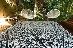 200 x 270cm Diamond Black/White Outdoor Plastic Rug Waterproof