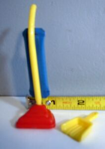 """1950's Renwal 3/4"""" Scale Dollhouse Vacuum Cleaner With """"Bag""""  Dustpan"""