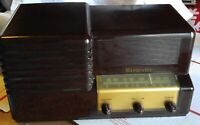 Vintage Brewster Radio 9-1084 Walnut 1947 by Meissner Works on AM Band