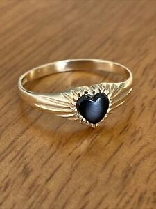 Ladies Vintage 9ct Gold  & Onyx Heart Signet Ring ~  Size O ~ 1.4g ~Beautiful !!