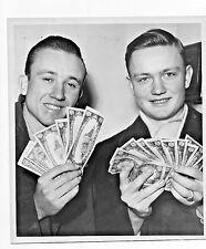 1945 NEWS PHOTO SCHMIDTKE BROTHERS EDINA MN SHOW MONEY EARNED CATCHING MUSKRATS