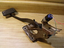 1998-2002 TOYOTA COROLLA OEM BRAKE PEDAL ASSEMBLY W/ MOUNT BRACKET & LITE SWITCH