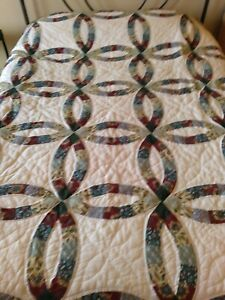 """Double Wedding Ring Quilt 80"""" X 80"""" Hand Quilted, Machine Pieced, Scalloped Edge"""