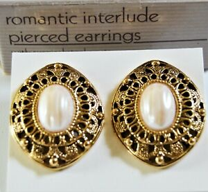 Vintage Avon ( Romantic Interlude ) Faux Pearl Gold Tone Pierced Earrings NIB
