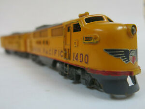 Tenshodo EMD FT diesels A-B set Union Pacific 1400. Factory painted brass