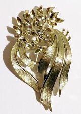 broche bijou vintage finement travaillé relief signé LISNER couleur or * 3203