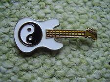 Pin Pins Ansteckpin Musikinstrument Gitarre Guitar E-Gitarre E-Bass Yin und Yang